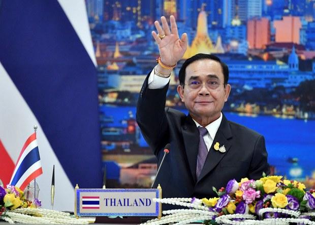 พล.อ.ประยุทธ์ จันทร์โอชา นายกรัฐมนตรี ขณะร่วมการประชุมสุดยอดอาเซียน ผู้นำกลุ่มประเทศแม่น้ำโขง-ญี่ปุ่น ผ่านระบบทางไกล จากทำเนียบรัฐบาล กรุงเทพฯ วันที่ 13 พฤศจิกายน 2563