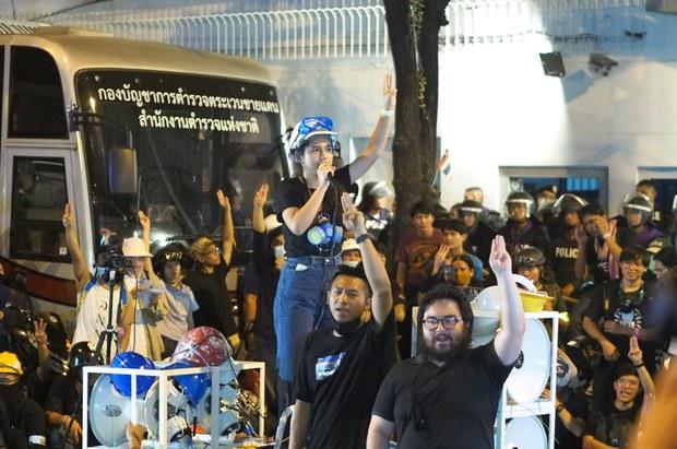 201026-TH-protest-monarchy-1000.jpg