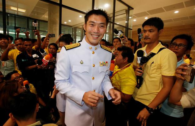 ผู้นำพรรคอนาคตใหม่ นาย ธนาธร จึงรุ่งเรืองกิจ เดินทางมาถึงรัฐสภา ในวันเปิดประชุมรัฐสภาวันแรก ที่กระทรวงการต่างประเทศ วันที่ 24 พ.ค. 2562 ในกรุงเทพฯ วันศุกร์ที่ 24 พฤษภาคม 2562 (เอพี)