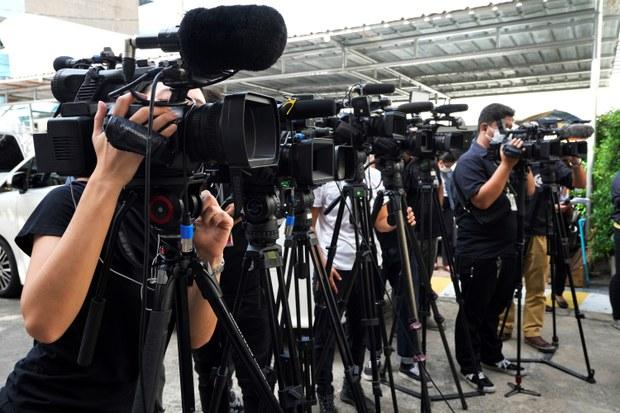 นักข่าวร้องศาลยกเลิกข้อกำหนดรัฐ ดำเนินคดี-ตัดเน็ตสื่อ ชี้ขัดรัฐธรรมนูญ