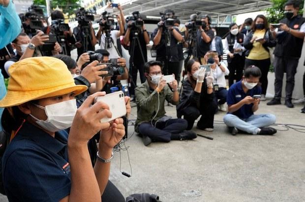 รัฐจะดำเนินคดี ตัดอินเทอร์เน็ต สื่อ-ประชาชนที่เผยแพร่ข่าวปลอมเรื่องโควิด-19