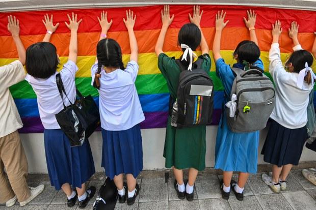 นักเรียนประท้วงชุดนักเรียน ใส่ไปรเวทเข้าเรียน